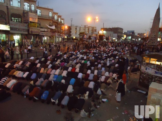 Yemeni Protesters Continue Proests Against Government