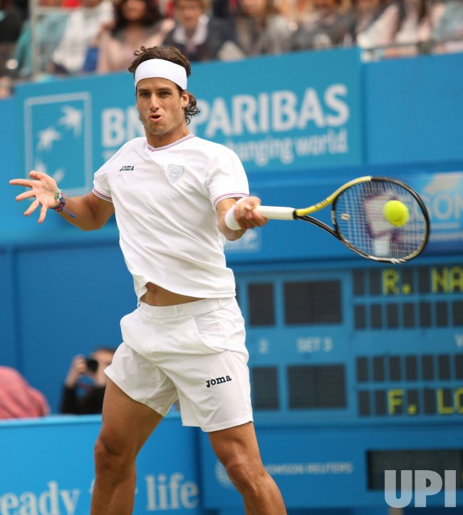 Feliciano Lopez plays a forehand at 2010 Aegon Championships