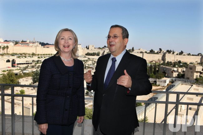 Sec. State Clinton meets with Israeli Defense Minister Barak in Jerusalem