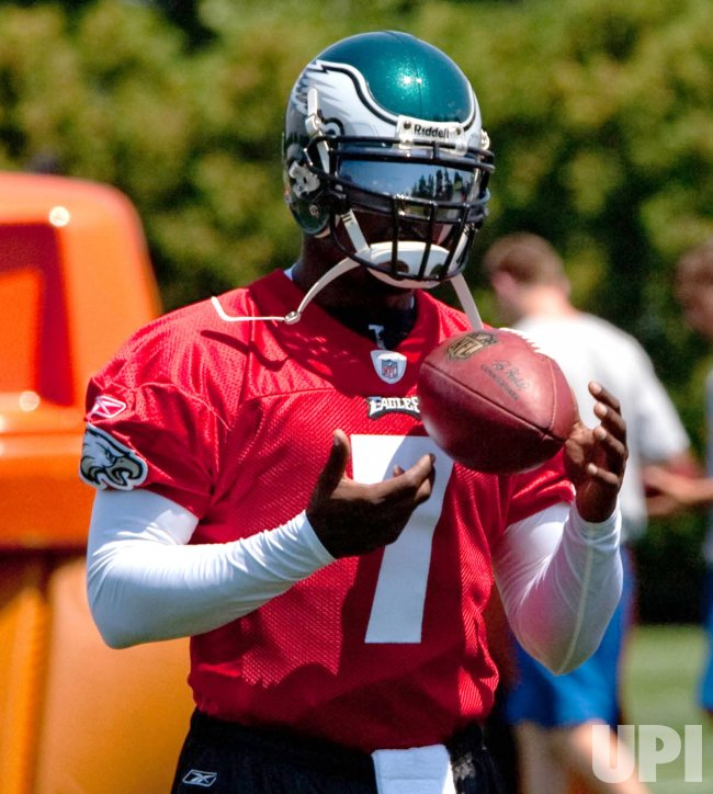 Michael Vick practices with the Philadelphia Eagles