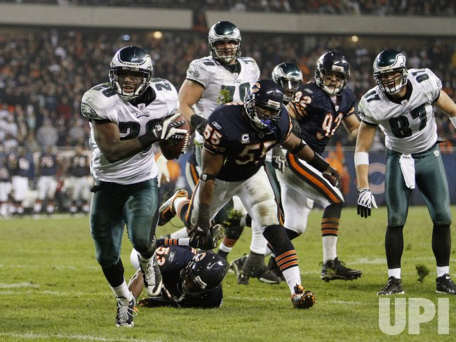 Eagles' McCoy runs for a touchdown against the Bears in Chicago