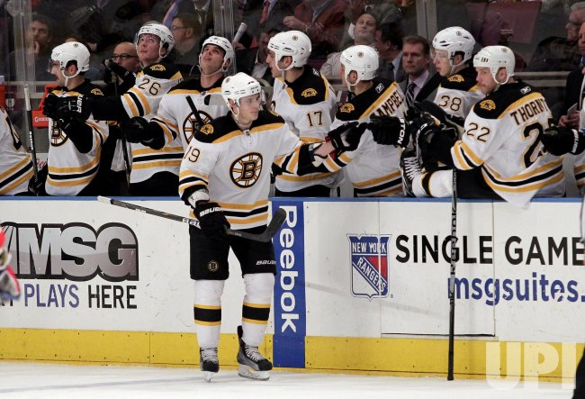 Boston Bruins Tyler Seguin (19) reacts with the players on the bench at Madison Square Garden in New York