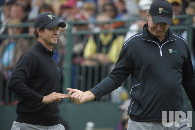Adam Scott high-fives teammate Ernie Els during the first round of the 2009 Presidents Cup in San Francisco