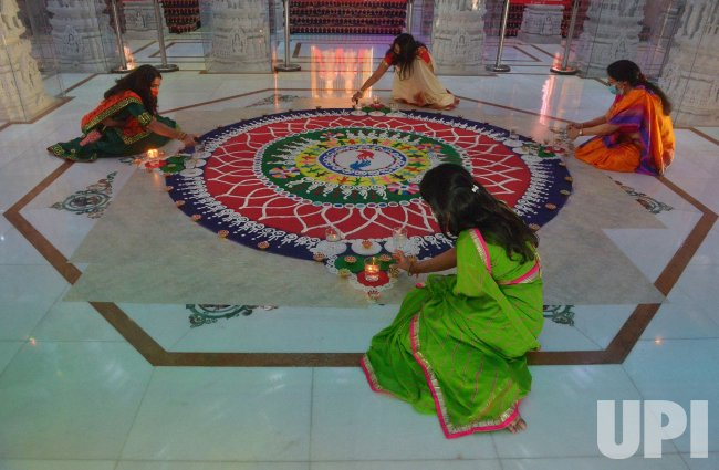 Election Casts a Glow on Indian Celebration of Good Over Evil