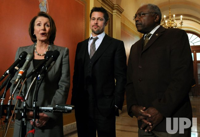 Pitt, Pelosi discuss post-Katrina housing in Washington