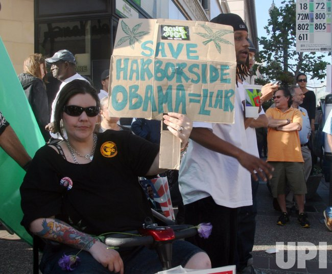 Hundreds protest President Obama at fundraiser in Oakland, California