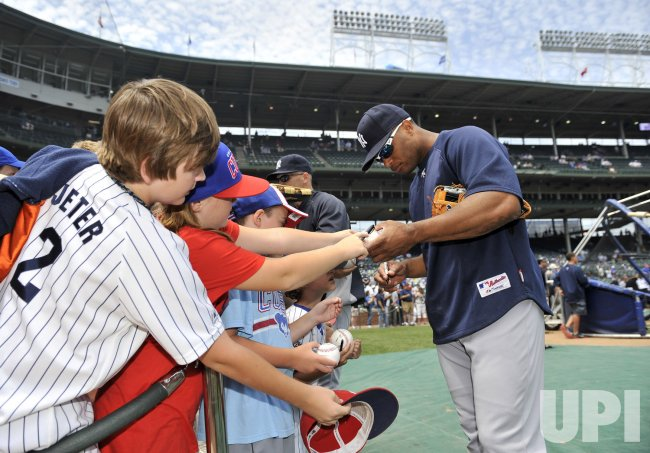 Yankees' Cano signs autographs in Chicago