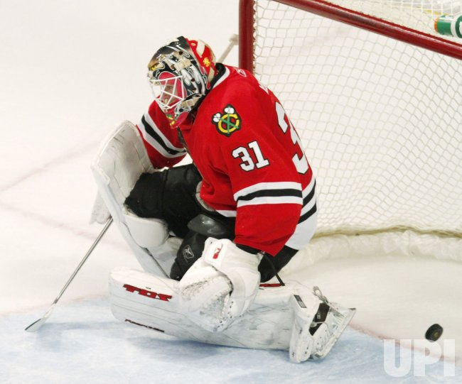 Blackhawks Niemi gives up goal against Capitals in Chicago