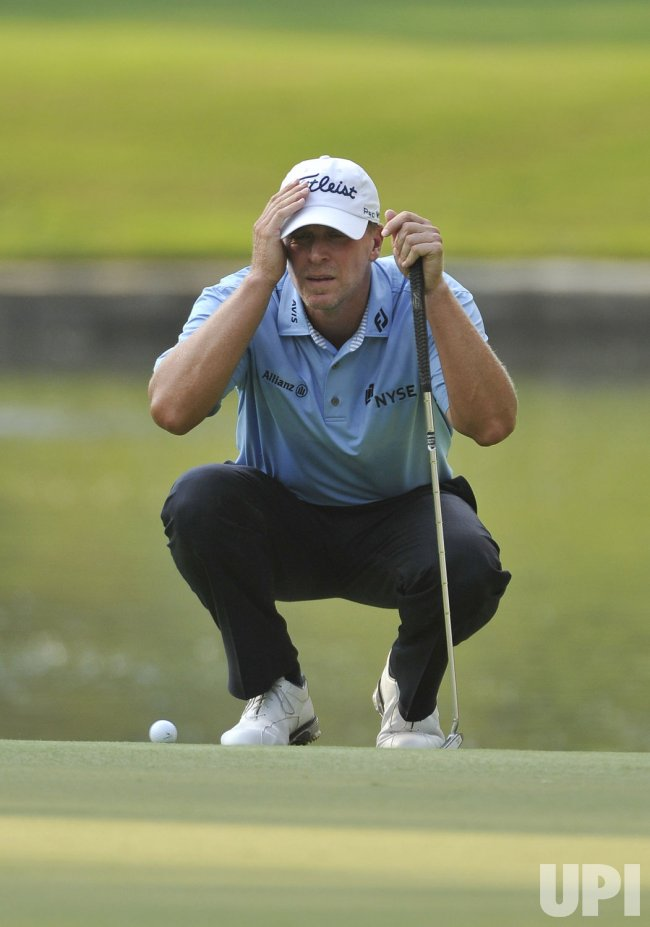 Stricker lines up putt on 16th green at 93rd PGA Championship