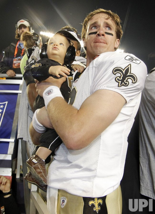 Saints defeat Colts 31-17 in Super Bowl XLIV Indianapolis Colts vs. New Orleans Saints in Miami