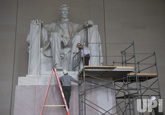 NPS Continues Clean-up of the Lincoln National Memorial in Washington