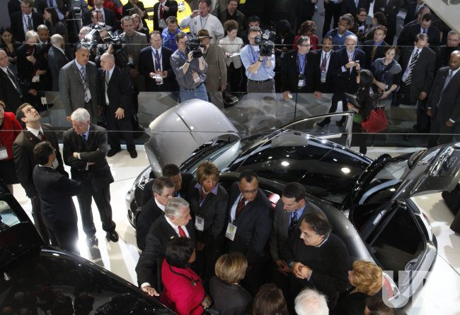 Speaker Pelosi tours the 2010 NAIAS with Fiat/Chrysler CEO Marchionne in Detroit, Michigan