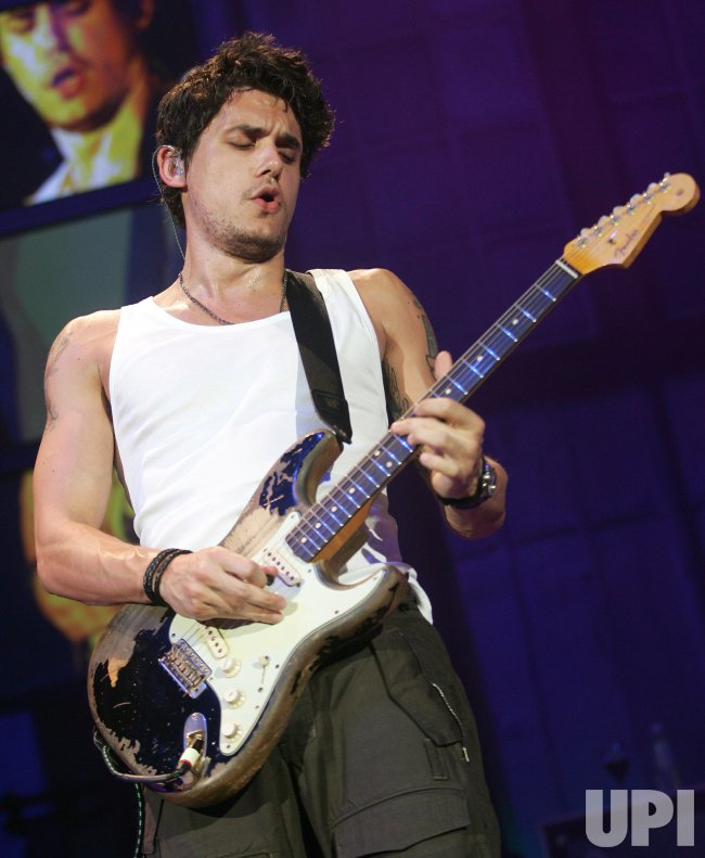 JOHN MAYER PERFORMS IN CONCERT IN WEST PALM BEACH