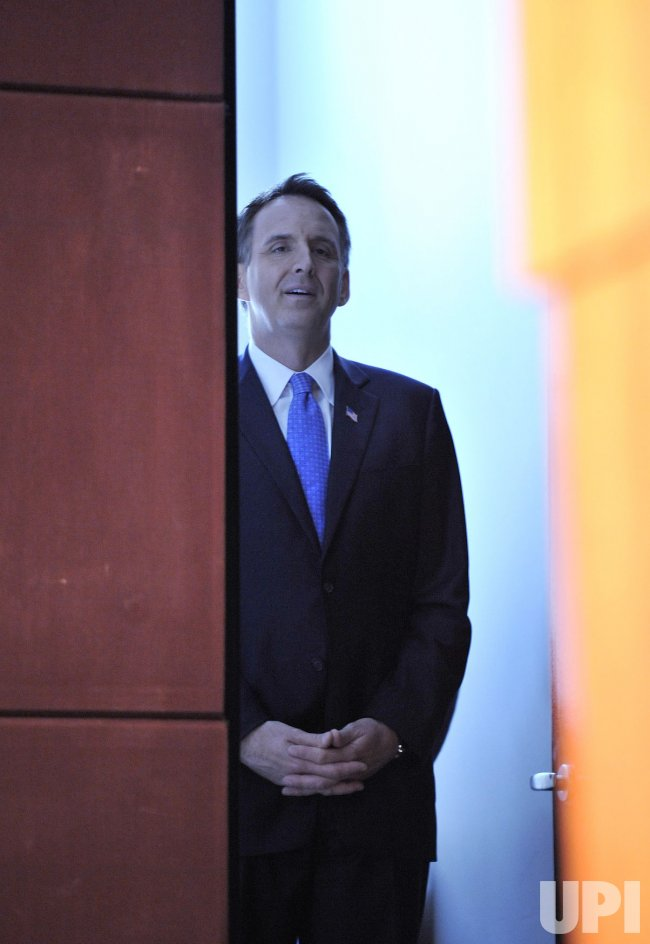 Pawlenty waits to be introduced before speaking in Chicago