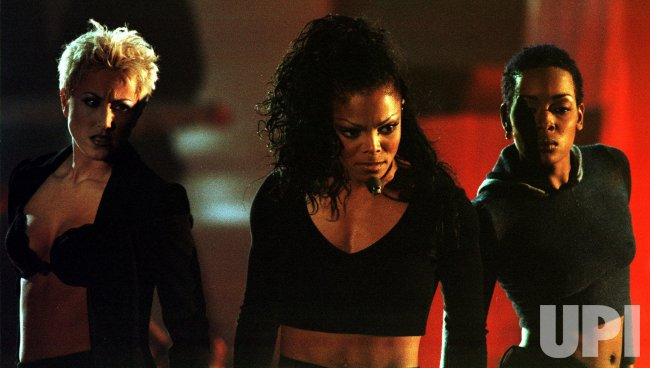 "1998 VH1 Fashion Awards--Janet Jackson wins ""Stylish Music Video"" award"