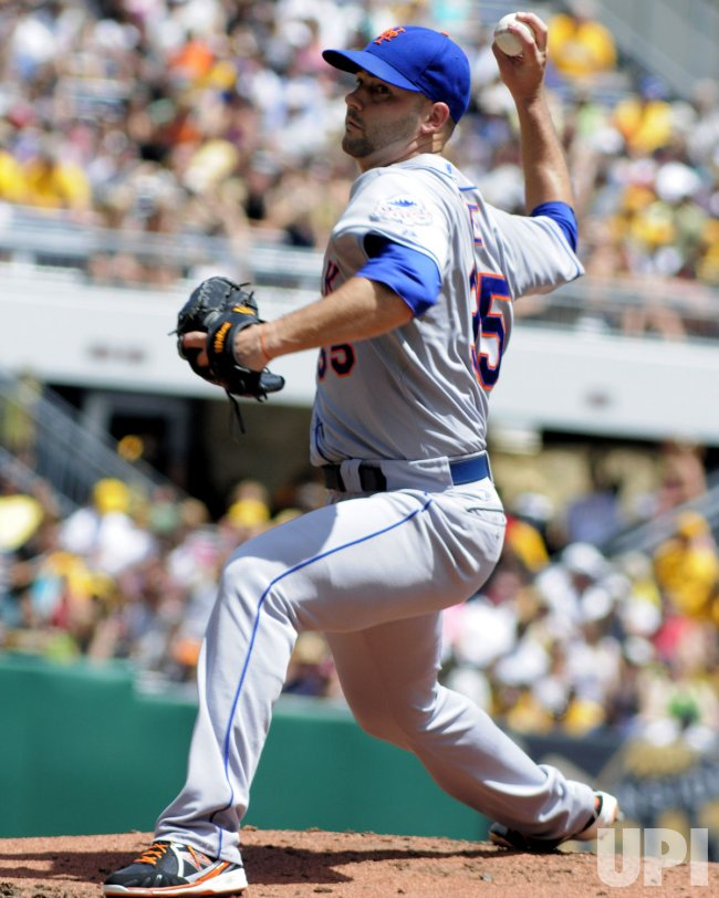 New York Mets Pitcher Dillon Gee (35) in Pittsburgh