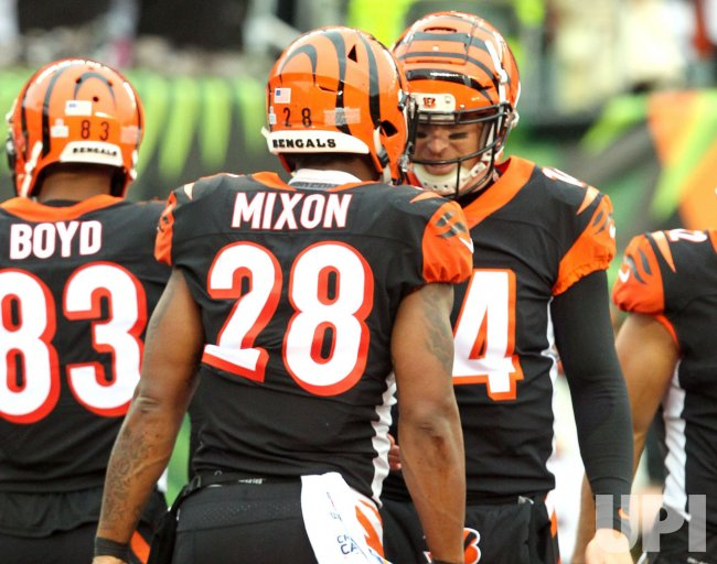 Bengals Joe Mixon celebrates with Andy Dalton