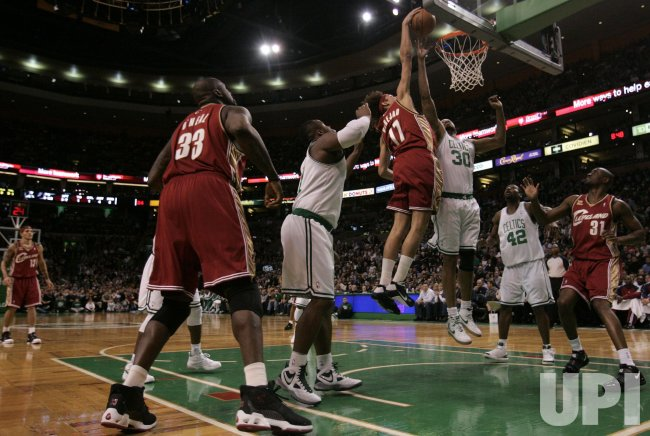 Cavaliers Varejao dunks against Celtics Wallace in Boston, MA.