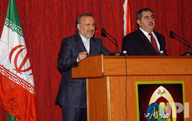 Iranian Foreign Minister Manouchehr Mottaki meets Iraqi counterpart Hoshyar Zebari in Iraq
