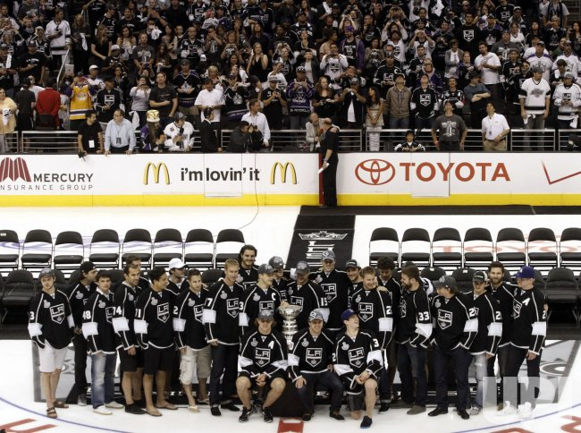 0b30db369 Kings celebrate Stanley Cup win with fans during parade and rally in Los  Angeles