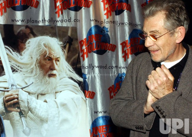 "IAN MCKELLAN PROMOS 3RD ""LORD OF THE RINGS"" FILM"