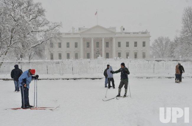 Historic snow storm hits Atlantic Coast