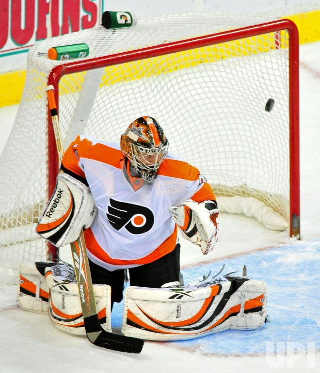 Flyers' goalie Sergei Bobrovsky fails to stop a shot in Washington