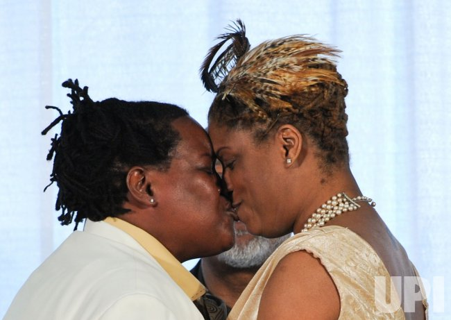 Same-sex couples wed for the first time in Washington