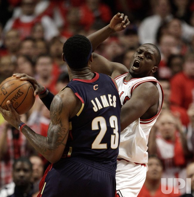 Cavaliers James fouls Bulls Deng in Chicago