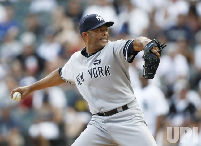 Yankees Rivera pitches against White Sox in Chicago