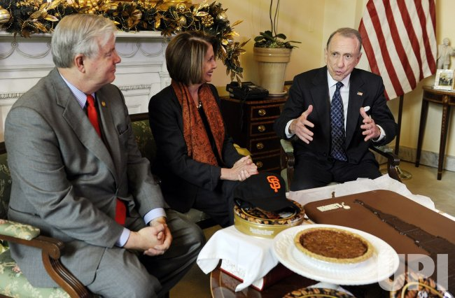 Rep. Barton, Sen. Specter settle World Series bets with Speaker Pelosi in Washington