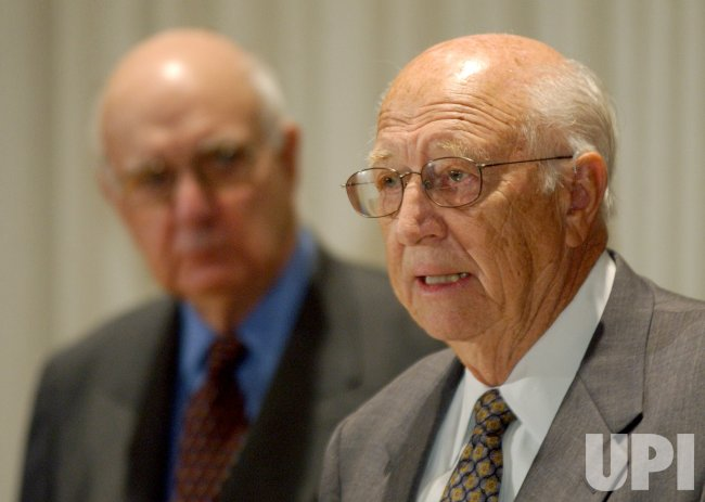 BILL GATES SR., PAUL VOLCKER DEFEND ESTATE TAX
