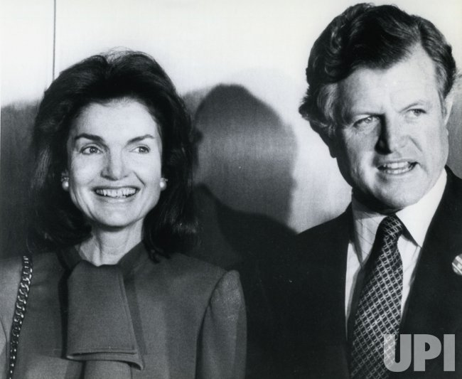 a biography of jacqueline kennedy onassis a first lady of the united states An internationally famous first lady, jacqueline kennedy onassis raised her biography both in the united states and abroad, jacqueline.