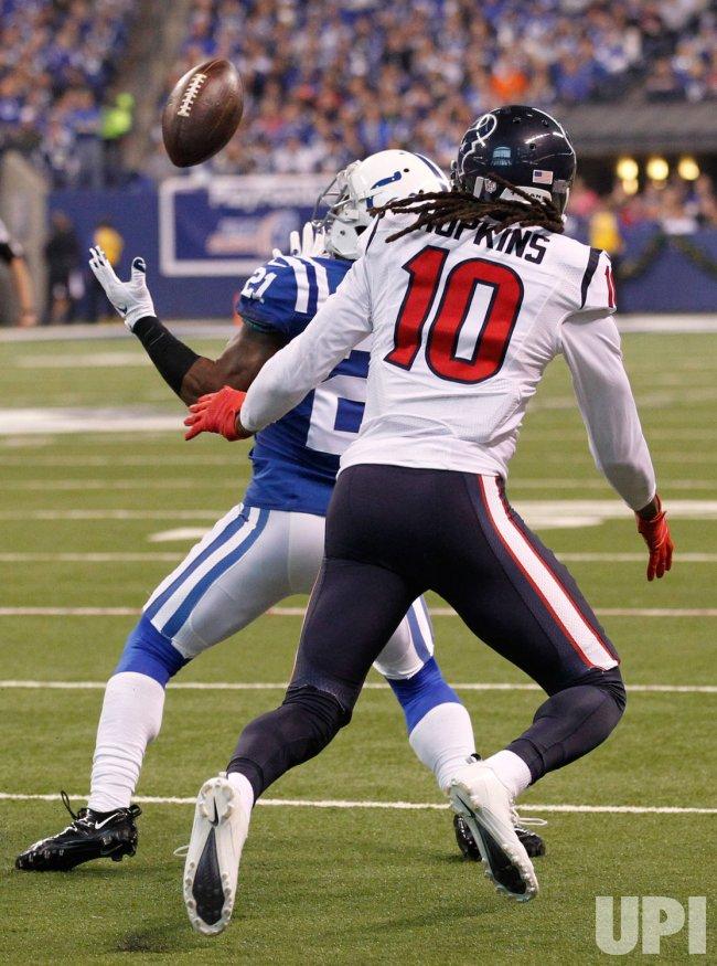 Colts' Vontae Davis catches the interception