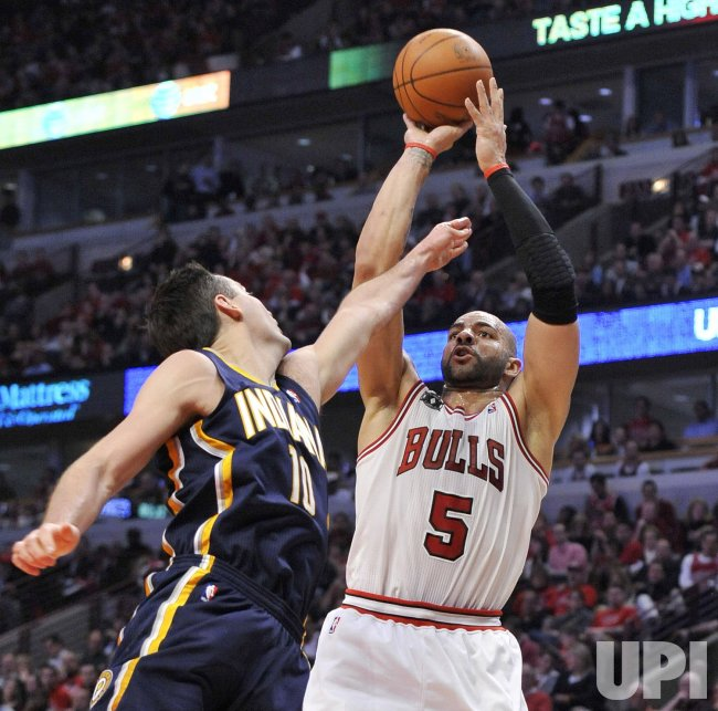 Pacers Foster fouls Bulls Boozer in Chicago