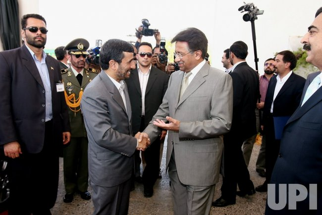 Iran's President Mahmoud Ahmadinejad meets his Pakistani counterpart in Islamabad