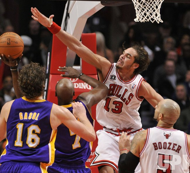 Bulls Noah blocks shot against Lakers in Chicago