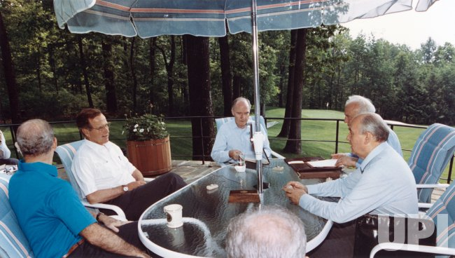 US and Soviet leaders meet at Camp David's Aspen Lodge during the 1990 Summit meeting