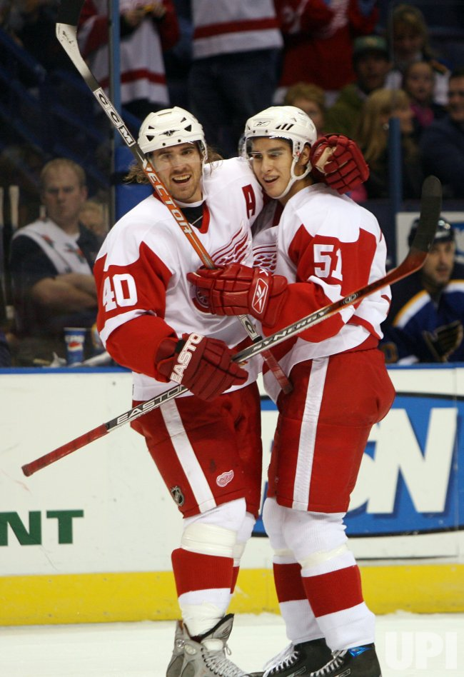 DETROIT REDWINGS VS ST. LOUIS BLUES HOCKEY