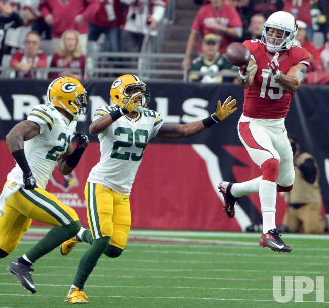 Cardinals Floyd can't make the catch