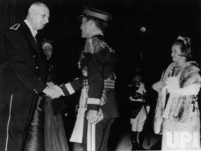 France's President Charles de Gaulle greets Jordan's King Hussein