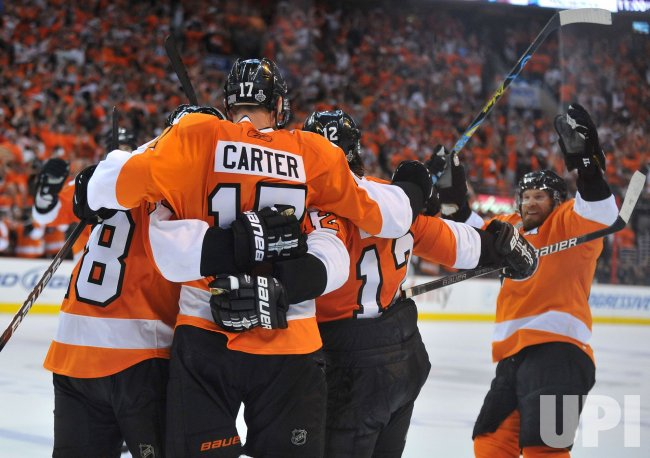 Flyers Jeff Carter scores against Chicago during the 2010 Stanley Cup Final