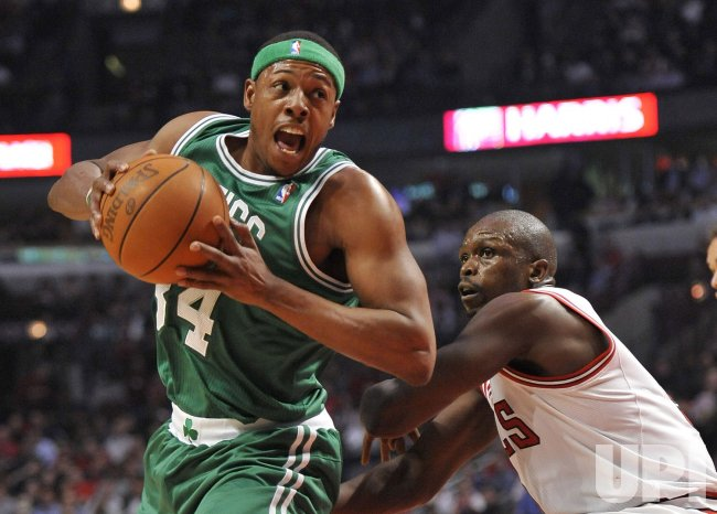 Celtics Pierce drives on Bulls Deng in Chicago