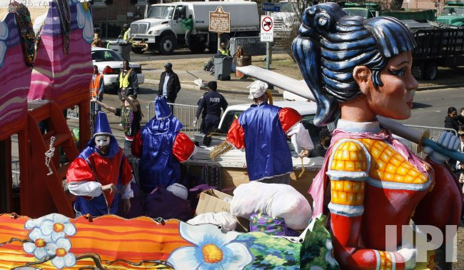 King Arthur parade passes by St. Charles and Napoleon avenues as Carnival gets under way in New Orleans