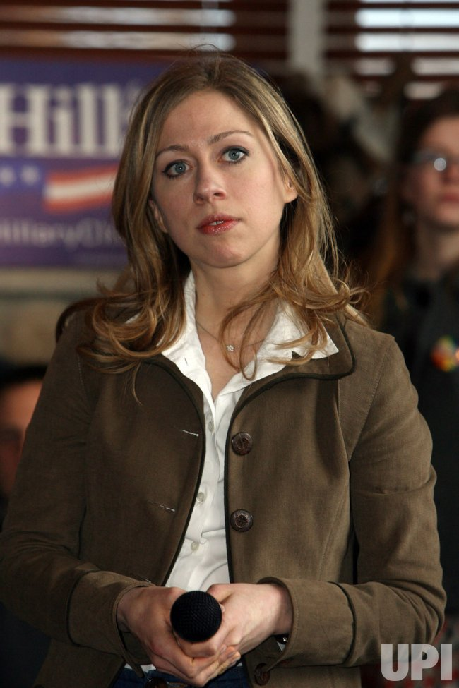 Chelsea Clinton campaigns for mother in St. Louis