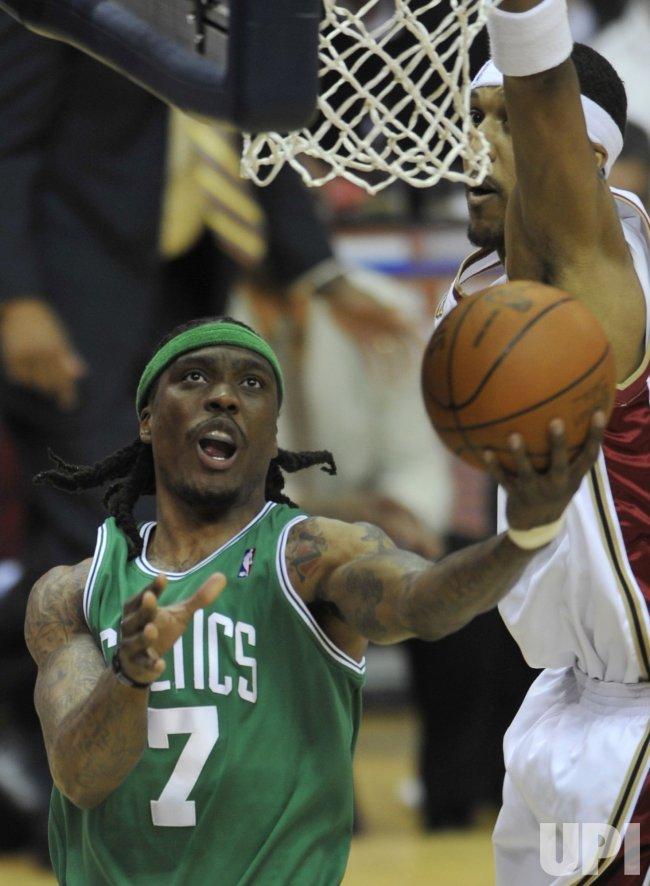 Celtics Daniels scores against Cavaliers Moon in Cleveland
