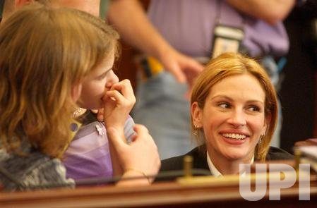 Actress Julia Roberts supports Rett Syndrome on Capitol Hill