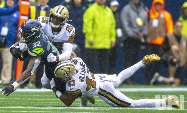 New Orleans Saints beat the Seattle Seahawks 33-27 in Seattle