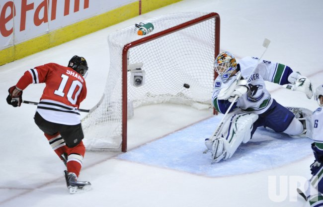 Blackhawks Sharp scores on Canucks Schneider in Chicago