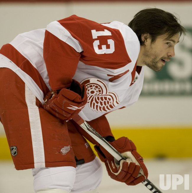 Red Wings Datsyuk Warms Up in Denver